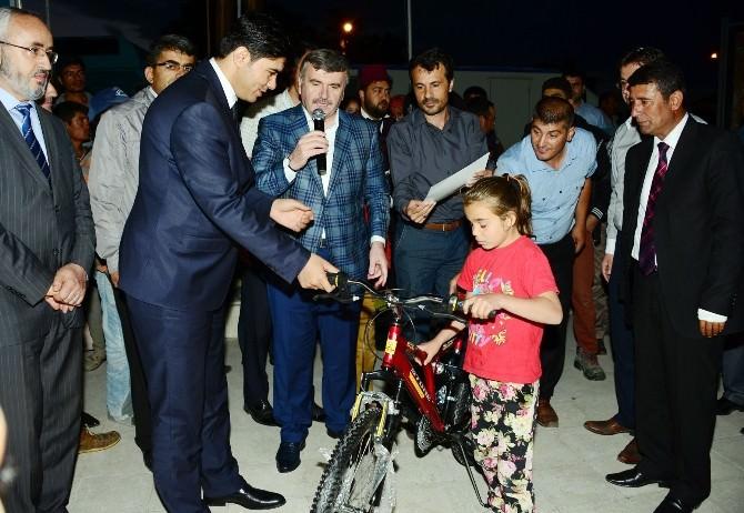 Başkan Akyürek, Çeltik İftarında Çocukları Sevindirdi