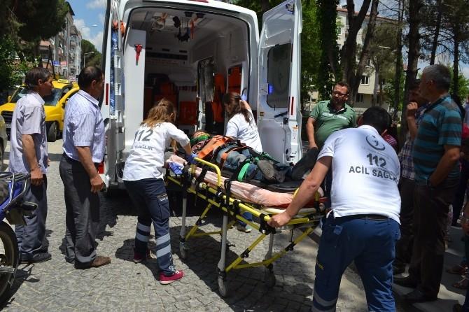 Kula'da Motosiklet Bisiklete Çarptı: 1 Yaralı