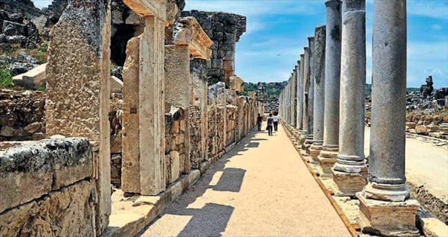 Perge'de üç yılda 13 heykel bulundu