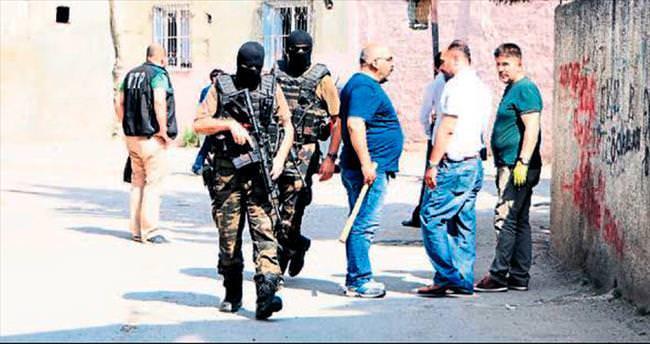 Adana'da uyuşturucu tacirlerine şok baskın