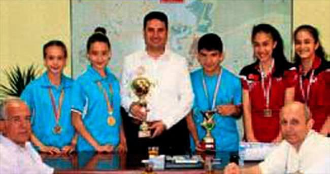 Ataşbak, başarılı sporcuları kabul etti