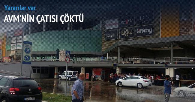İzmir'de AVM deposunun çatısı çöktü