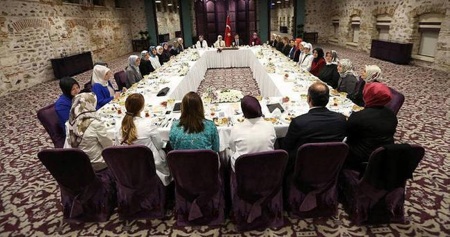Davutoğlu kadın STK temsilcilerine iftar verdi