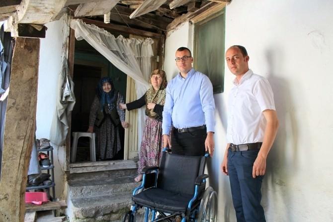 Biga Belediyesi'nden İhtiyaç Sahiplerine Tekerlekli Sandalye Yardımı