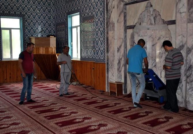 İncirliova'da Cami Temizlikleri Devam Ediyor