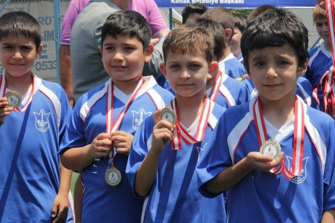 Konak'ta Minik Sporcuların İlk Madalya Sevinci