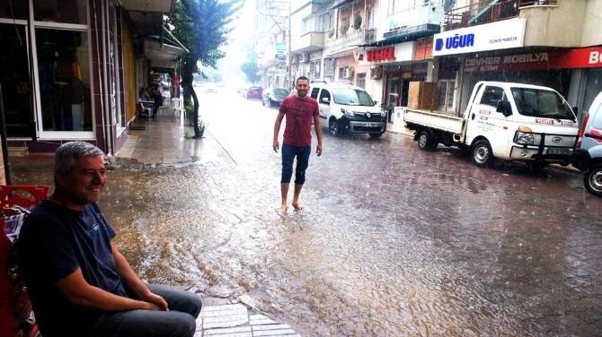 Sarıgöl'de Şiddetli Yağmur Etkili Oldu