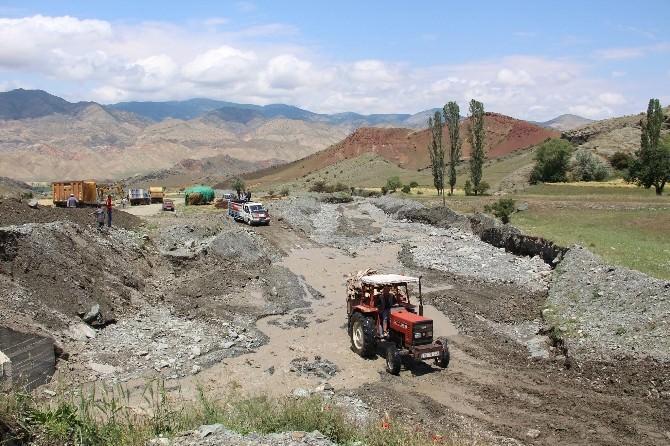 Sel Erzurum'da Köy Yollarını Vurdu