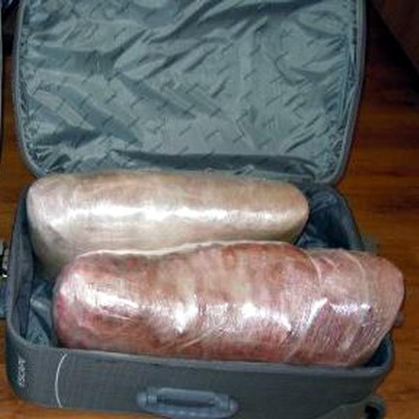 15 Yaşında Çocuğun Valizinde Esrar Yakalandı