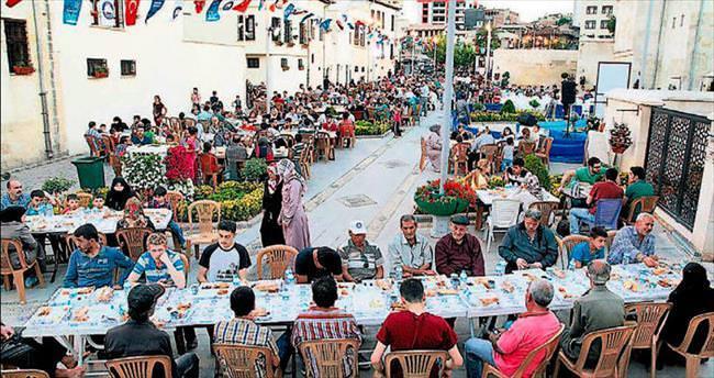 Tarihi konaklarda iftar keyfi yaşanıyor