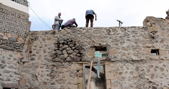 Kerpiç ev çöktü: 3 ölü, 1 yaralı!