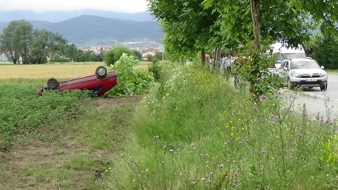 Takla Atan Otomobil Domates Tarlasına Uçtu: 2 Yaralı