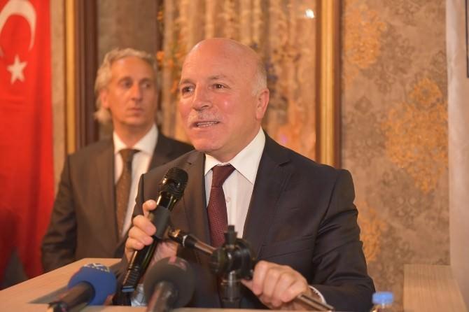 Büyükşehir Belediye Başkanı Sekmen'den, Erzurum Protokolüne İftar Yemeği