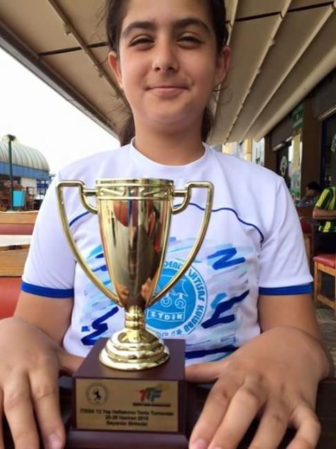 12 Yaşındaki Sudenaz Şampiyon Oldu