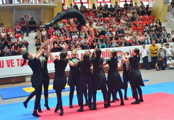 Adana'da İl Spor Merkezleri Törenle Açıldı