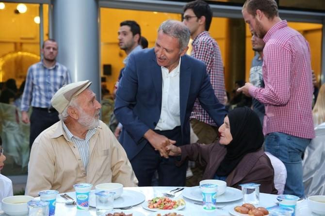 Adapazarı Belediye Başkanı Başkan Süleyman Dişli, Personel Ve Ailelerini Kapıda Karşıladı