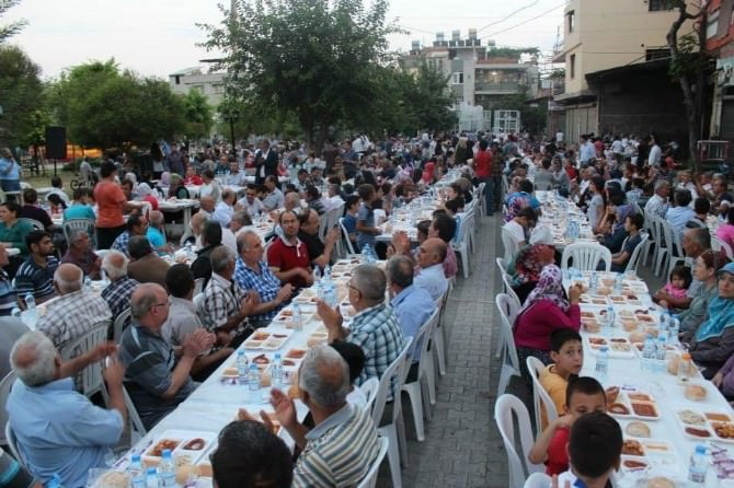 AK Parti Seyhan İlçe Teşkilatı'ndan Mahalle İftarları