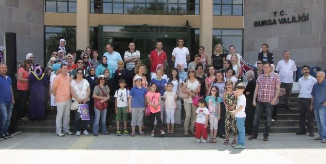 Bursa'da Öğrenci Velilerinden 'Çocuklarımızı Başka Okula Göndermeyiz' Eylemi