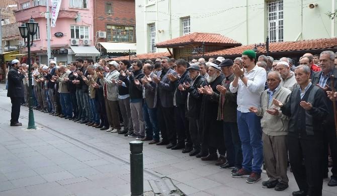 Doğu Türkistan'da Ölenler İçin Eskişehir'de Gıyabi Cenaze Namazı Kılındı