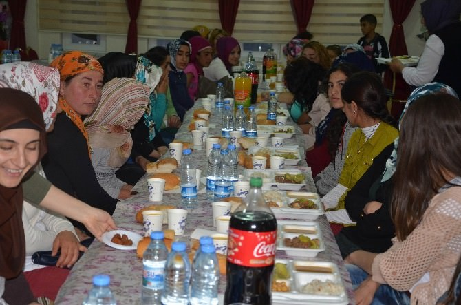 Erciş Belediyesi Engelli Kadınları İftarda Buluşturdu