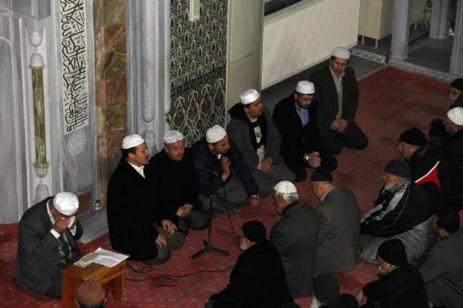 Ahmet Hamdi Akpınar İçin Mevlit Okutuldu