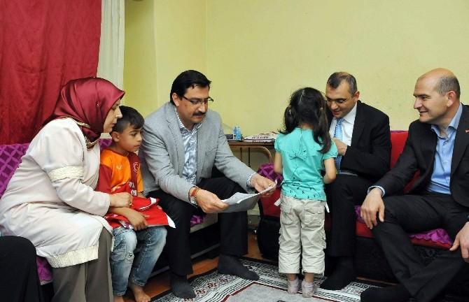 Başkan AK, Gecekonduda Yaşayan 2 Aileye Konuk Oldu