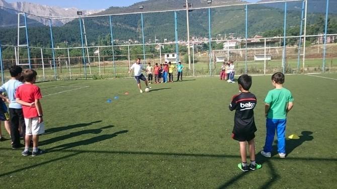 Denizli'de Yüzlerce Çocuk Spor Okulunda Buluştu
