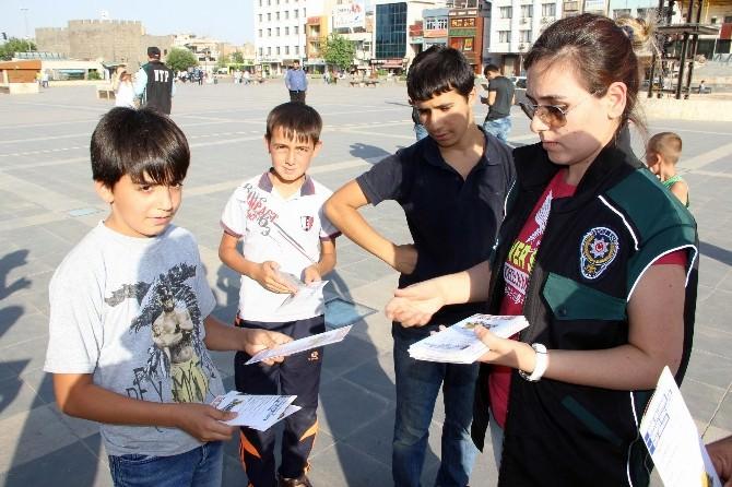 Diyarbakır Polisi Uyuşturucuya Dikkat Çekmek İçin Stant Açtı