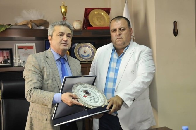 Hatso'dan İş Adamı Karahanlı'ya İstihdam Plaketi