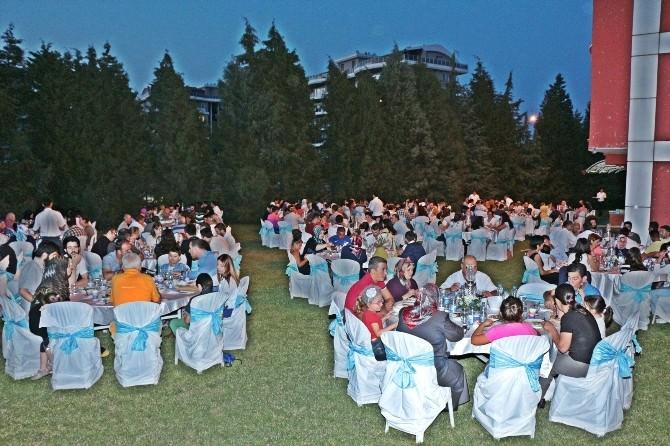 Duman, Gönüllü Gençleri İftarda Ağırladı