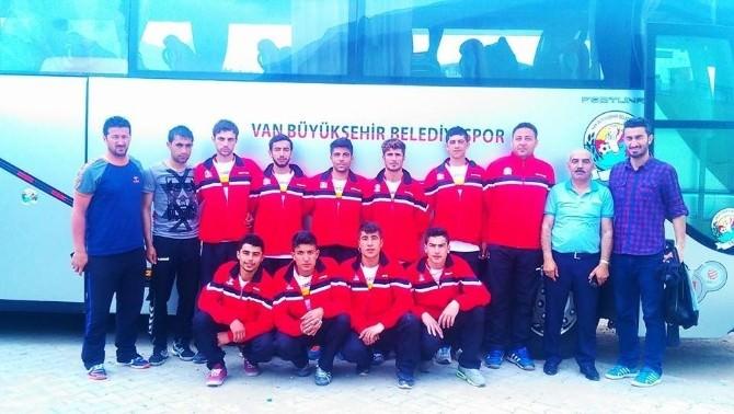 Van Büyükşehir Belediyespor Kulübü Hentbol Takımı 2. Lige Yükseldi