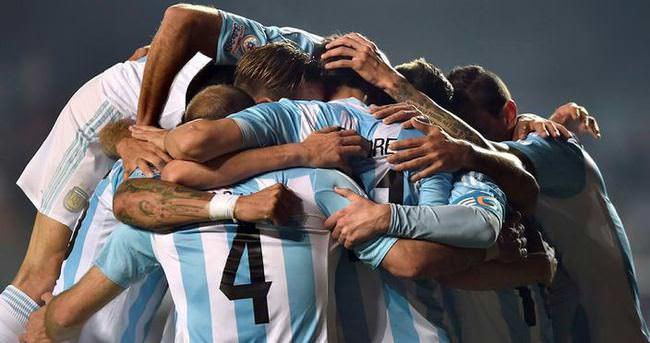 Arjantin yarım düzine golle finalde