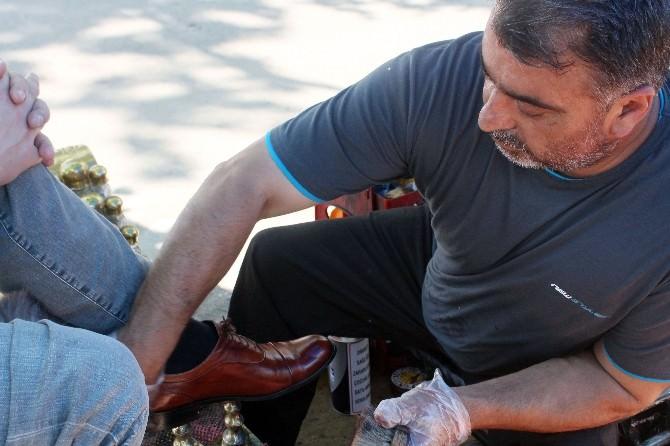 Askerlerin Ayakkabısını Ücretsiz Boyayınca Gazi Unvanı Aldı