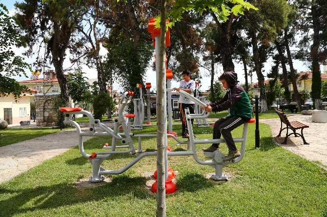 Büyükşehir'den İlçelere Spor Aletleri