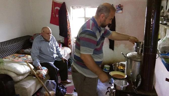 Kırıkkale'li İdil Ailesi 5 Aileye İftar Yemeği İkram Ediyor