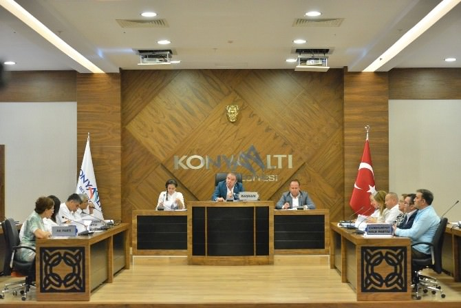 Konyaaltı Belediyesi Başarıyı Ödüllendiriyor
