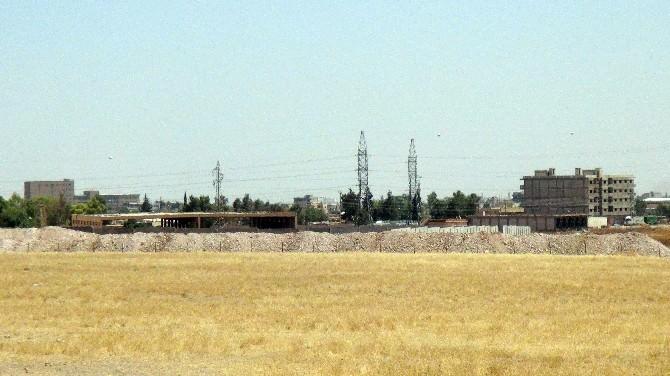 Nusaybin Sınırında Hendek Kazma Çalışmaları Devam Ediyor