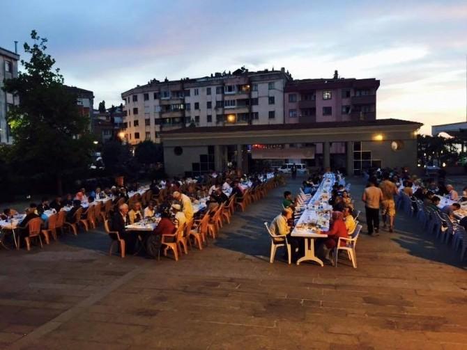 Akçakoca'da Hayırsever İş Adamları Tarafından Verilen İftar Yemeği Programları Devam Ediyor
