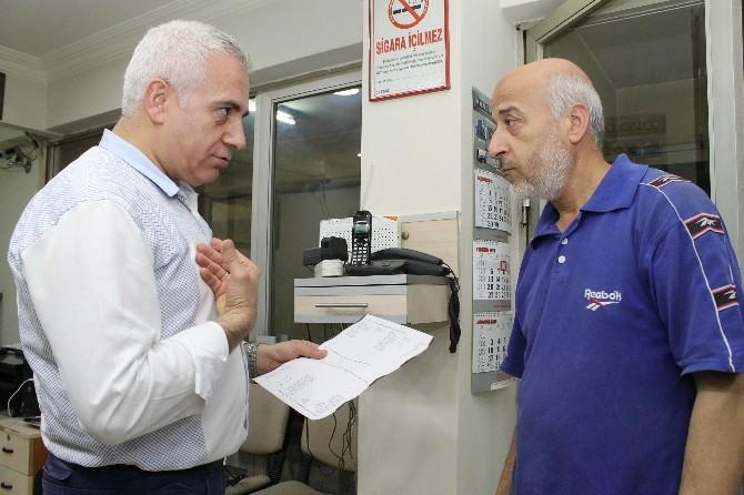 Bu Berber Kan Bankası Gibi Çalışıyor