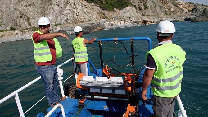 Hatay Büyükşehir Belediyesi Deniz Kıyılarını Temizliyor