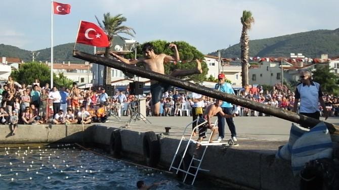 Burhaniye'de Denizcilik Bayramı Coşkusu
