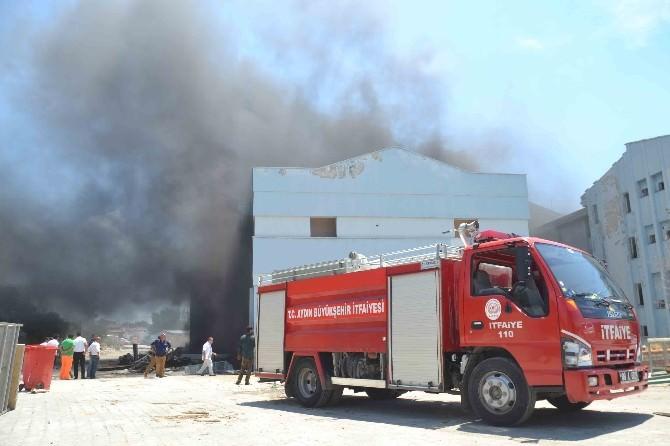 Kuşadası Devlet Hastanesi'nin Eski Binasında Yangın Çıktı