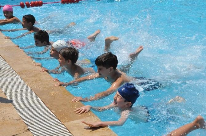 Nazilli Belediyesi Yüzme Kursları Devam Ediyor