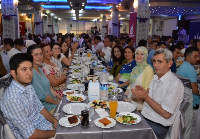 Şehzadeler Belediyesi İftar Yemeğinde Buluştu