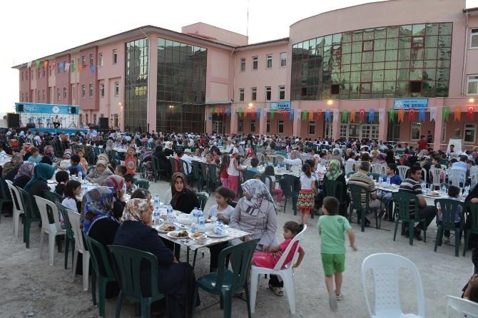 Yeşilyurt Belediyesi Meydan İftarını Bu Kez TOKİ'de Kurdu