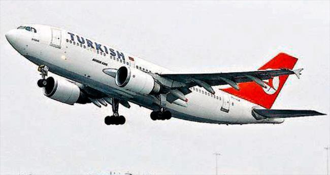 Uçak, rahatsızlanan yolcu için Paris'e indi