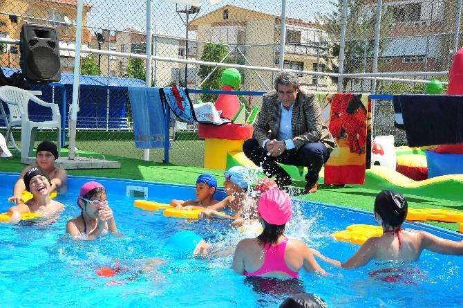Balçovalı Çocuklar Yüzme Öğreniyor