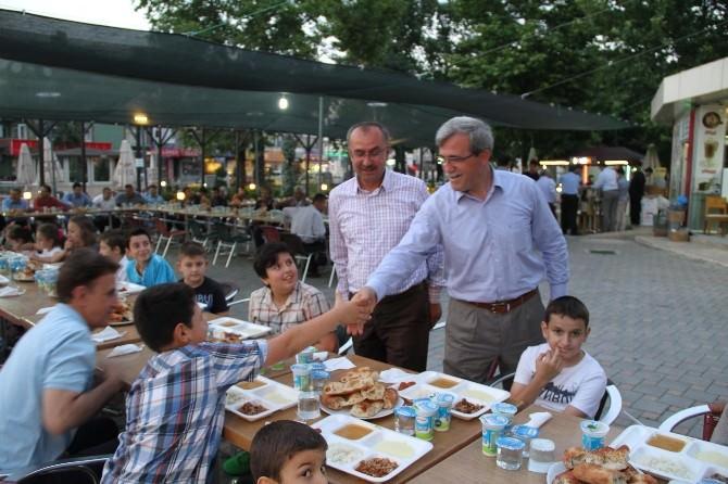 Başkan Akcan Yetim Çocuklarla İftar Açtı