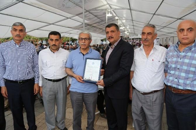 Gürkan, İftar Çadırı'nda Vatandaşları Yalnız Bırakmıyor