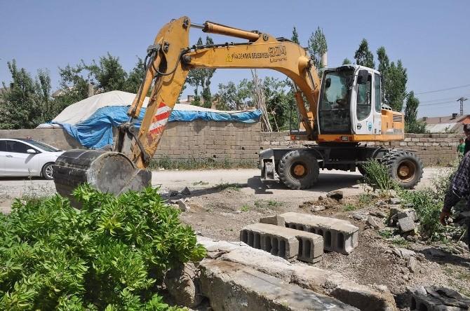 Yüksekova'da Yol Çalışmaları Sürüyor